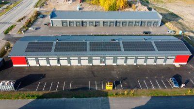 100kw ja 34kw akustolla ja lämpöakulla varustettu kiinteistö kohti hiilineutraalia. 2.10.2021.