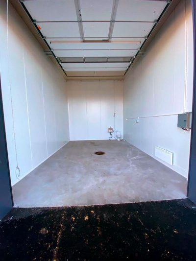 Varastotilojen lattioissa on vesitiivis Mastertop-pinnoite. 27.9.2021.